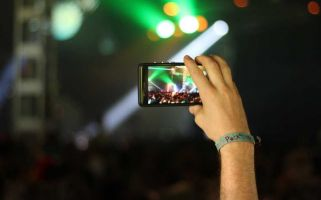 Mobile phones are a nuisance at gigs, and we can stop it happening.
