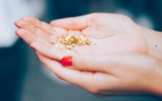 Luckily a new plastic-free, 100% biodegradable glitter has been produced