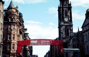 Your first time at the Edinburgh Festival Fringe can be daunting and it's easy to be overwhelmed by the chaos. See below for a five-step Fringe Survival Guide for the uninitiated.