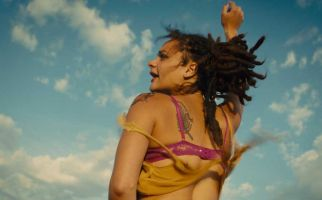 2016 Cannes Film Festival Jury Prize Winner American Honey is a bundle of beautiful, infuriating contradictions.