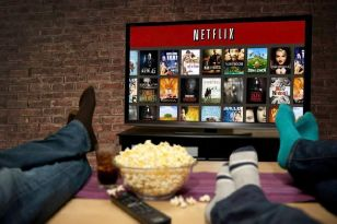 Now you can watch Netflix offline, here are five shows you should definitely download... just in case the wi-fi cuts out.