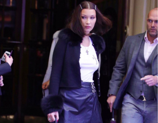 Be inspired by the fashion of the 90s with Bella Hadid.