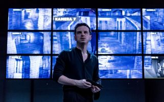 Robert Icke's modern Hamlet transfers to West End.