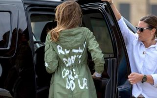 She wore the coat en route to Texas to visit unaccompanied migrant children.