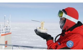 Scientists at Antarctica's Concordia Station also tried scrambling eggs - without much success...